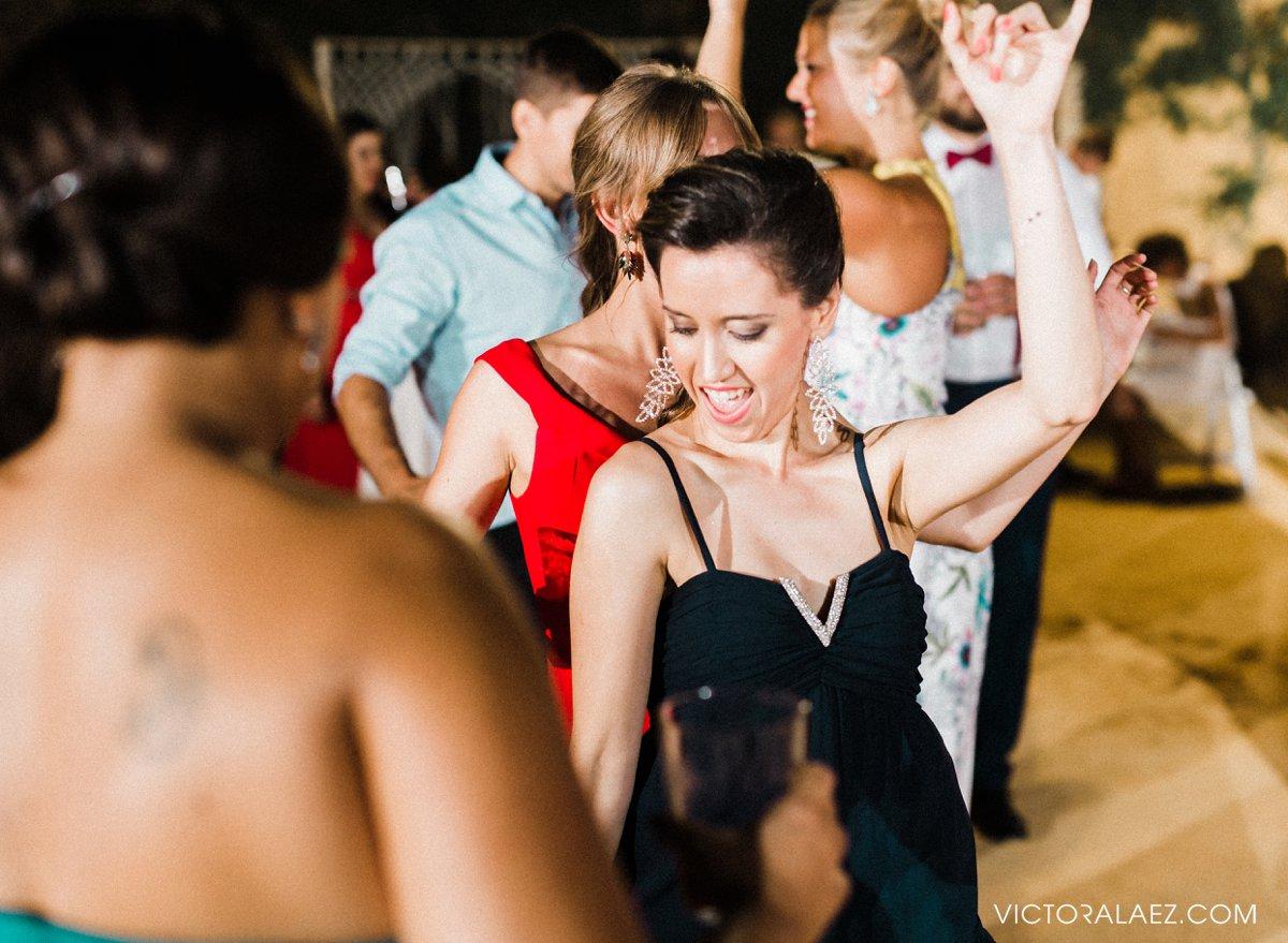 Dance Party in Summer Wedding in Castillo de la Monclova