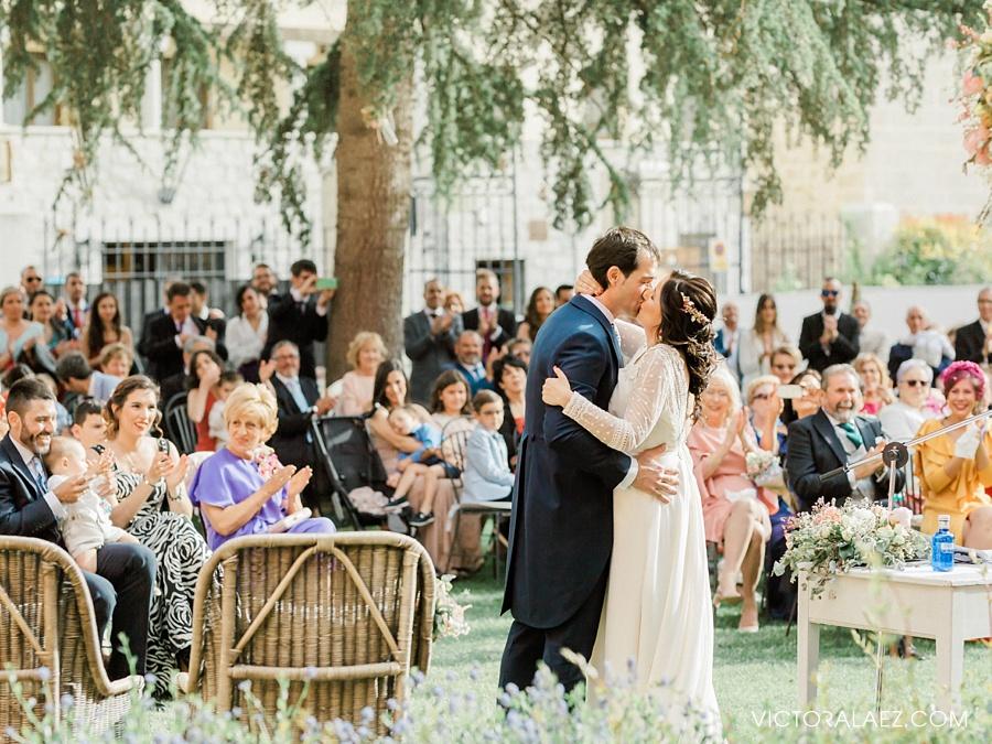 Bride and Groom First Kiss in Wedding in Sofraga Palacio